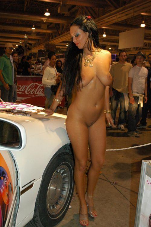 Порно видео на автошоу
