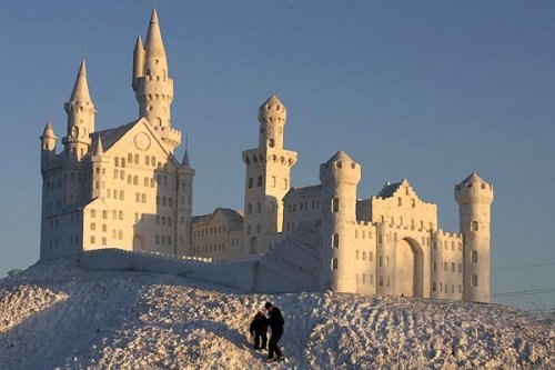 Фестиваль скульптур из снега и льда