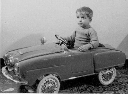 Педальный автомобиль