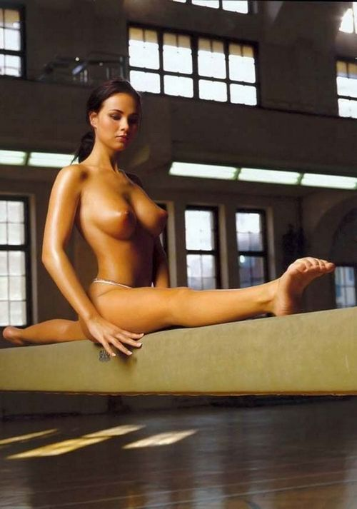gimnastika-golih-zhenshin