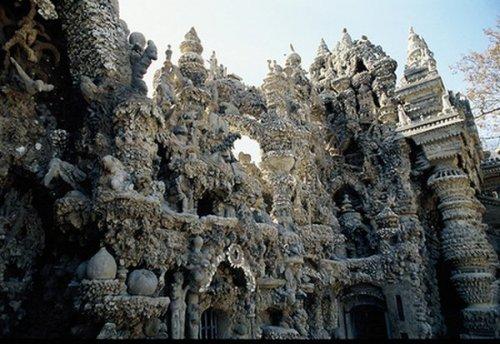 Дворец, построенный почтальоном