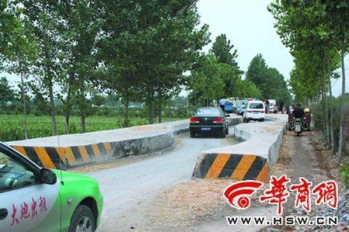 Лежачий полицейский в Китае
